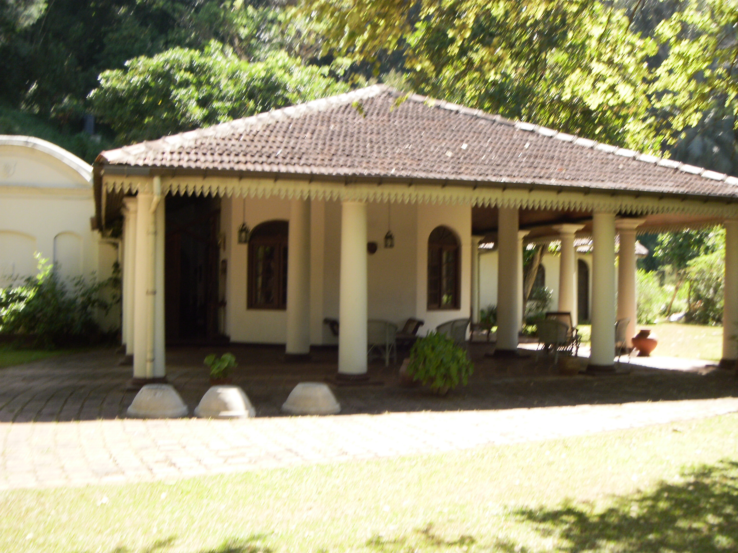 Engeltine cottage in kandy the intertwining of three for Best home image