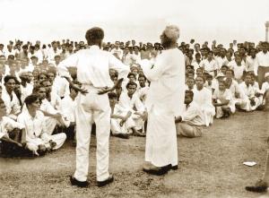 15-Mettananda addreses Sinhala crowd 1956