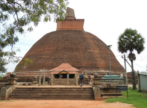 Jetavanaramaya-Stupa-www.travelblog.org
