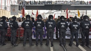 pOLICE VS HARDLINES-gERMANY