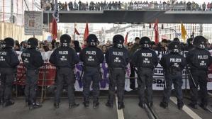 pOLICE VS HARDLINES-gERMANY