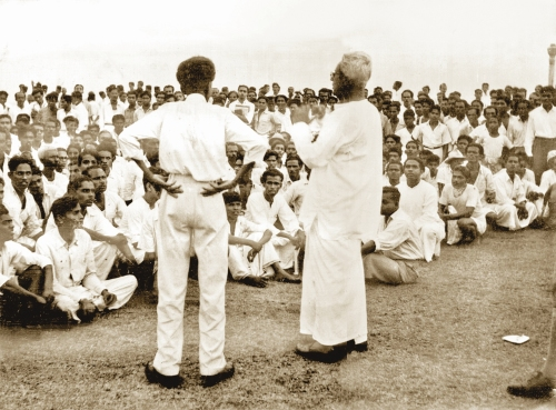 15-Mettananda addreses Sinhala crowd 1956