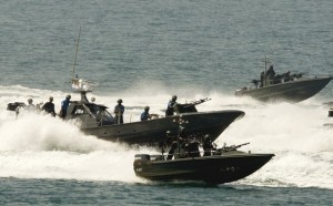 Sri Lankan Navy displays its gunboats during Independence Day celebrations in Colombo February 4, 2009. The United States and Britain urged a temporary ceasefire in Sri Lanka to evacuate casualties and allow relief into the war zone as the island state celebrated independence from colonial ruler Britain on Wednesday. REUTERS/Buddhika Weerasinghe (SRI LANKA)